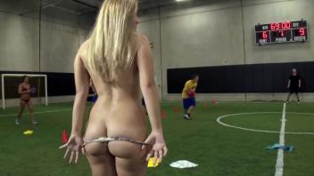 แหกหีเย็ด เย็ดในสนามบอล เย็ดโชว์ เย็ดนํ้าแตก เย็ดกับนักบอล หีโหนก หีเนียน หีสาวฝรั่ง หี หนังโป๊ใหม่