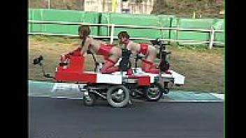 แข่งเย็ดกัน เย็ดในสนามแข็งรถ เย็ดสาวลูกครึ่ง เย็ดบนรถ เย็ดนอกสถานที่ เย็ดควยปลอม เย็ดกลางแจ้ง หีสด มาเรีย โอซาวะ มัดเเล้วเย็ด